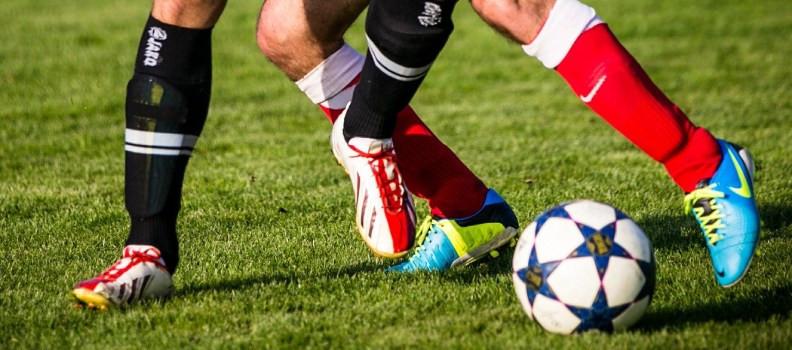 Botas de fútbol para césped artificial y natural